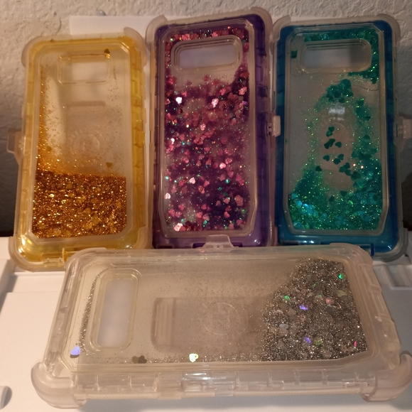 "Plastic phone case with glitter.  6.5""x3"""